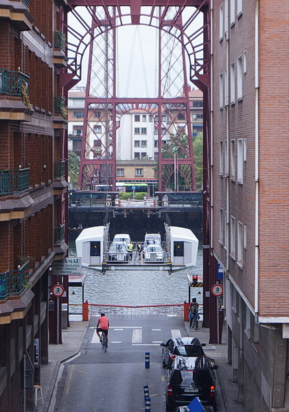 Bridge is approaching! Because of the goods vessels that once reached the port of Bilbao, a traditional bridge could have been built here only with very long and elevated road ramps.