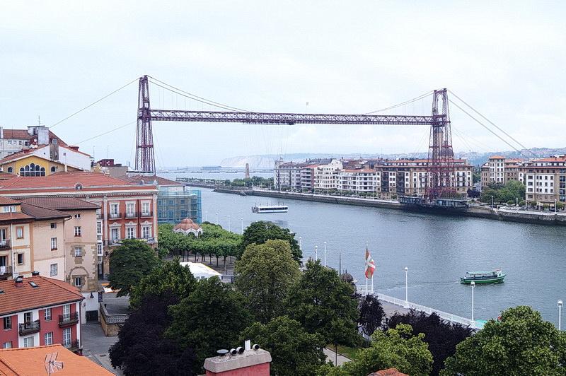 A Vizcaya híd – a Bilbaó kikötőjébe érkező teherhajók miatt nem épülhetett itt hagyományos átkelő
