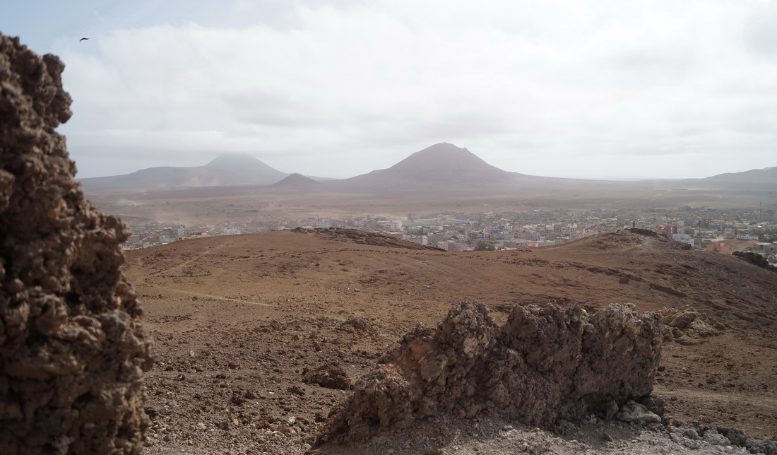 Esparagos is interestingly named after a vegetable. Instead of asparagus fields, however, I only see yellow sand and brown volcanic cones.